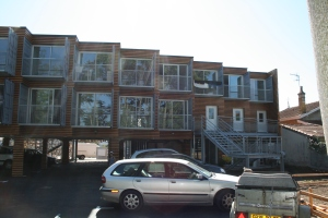 Place de parking privative, balcons ou entrées RDC sur jardin